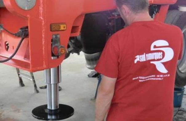 Montage de béquilles arrières hydrauliques